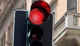 8594-semaforo_rosso-2