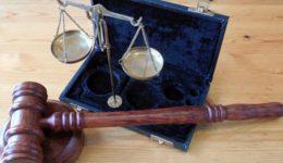 screenshot-2019-09-24-immagine-gratis-su-pixabay-martello-orizzontale-tribunale