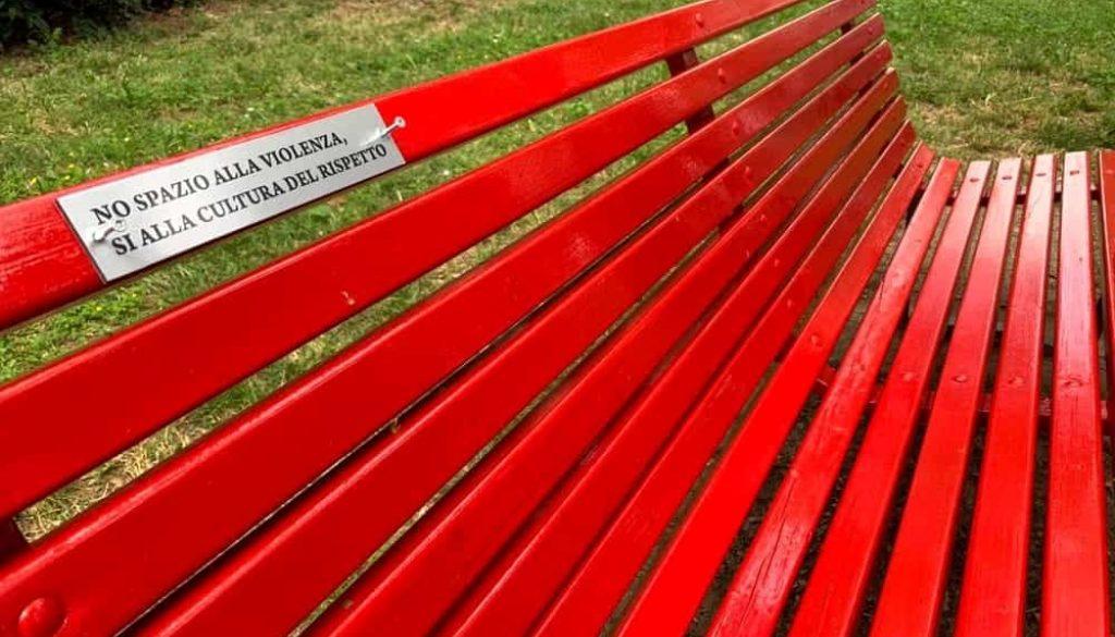 panchina rossa- violenza donne-2
