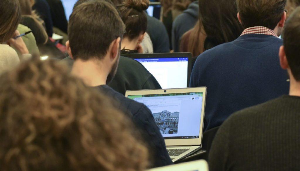 STUDENTI UNIVERSITARI COMPUTER PORTATILE PORTATILI LAPTOP